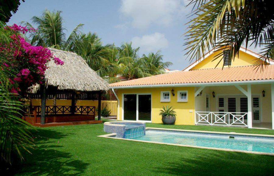 Vakantiehuis curacao vakantiehuis aan zee met zwembad for Vakantiehuis bouwen